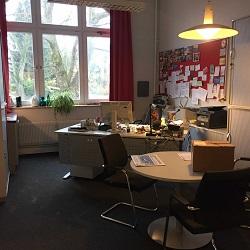 Einweihungsfeier im neuen Schulbüro!