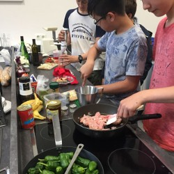 Fröhliches Tapas-Kochen im Spanischkurs von Señor Gerigk